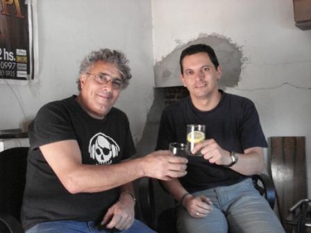 Con Juan Carlos Tordó, baterista de La Mississippi (Buenos Aires, Argentina, 12 de diciembre de 2008)